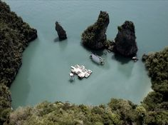 Floating Auditorium by Ole Scheeren Film on the Rocks Yao Noi, 2012 Curated by Tilda Swinton and Apichatpong Weerasethakul When we first arrived at the lagoon, the water was calm. Nothing like the choppy boat ride that took us here. …