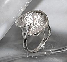 """Silberring """"The White Pearl"""" - www.wolfsschmiede.com Pearl White, Gold, Jewellery, Pearls, Rings, Silver, Handmade, Jewelery, Money"""