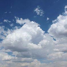 It's a beautiful day! 🌸🌼🌷 #sky #instadaily #clouds #instasky