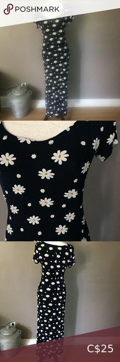 Vintage 90's Stretchy Floral Dress Vintage floral stretchy floral dress. Made in Canada Dresses Long Sleeve Dress Vintage, Vintage Tops, Vintage Floral, Mesh Dress, Dot Dress, Reitmans Dresses, Collard Dress, Long Sleeve Chiffon Dress