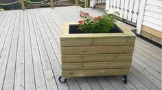 Slik lager du blomsterkasse med hjul - Aftenposten