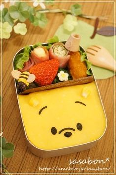 Winnie the Pooh Omelet -I lovee this!! Would be perfect for a little girls lunch, I know my daughter would be thrilled to eat this for lunch! (*´∇`*)