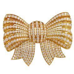 VAN CLEEF & ARPELS  Diamond Bow Pin