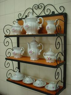 Trendy home small spaces cottages ideas Iron Furniture, Steel Furniture, Furniture Design, Diy Crafts To Sell, Home Crafts, Wrought Iron Decor, Iron Shelf, Cottage Kitchens, Trendy Home