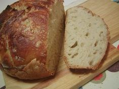 O Pão mais fácil do mundo.Este pão delicioso e super fácil de fazer, já rodou por quase toda a blogosfera. A ideia por detrás deste pão surgiu numa padaria de Nova Iorque, e o objectivo era de todos poderem fazer um pão simples e de qualidade em casa.