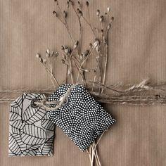 Samentütchen aus Geschenkpapier gefüllt mit bunter Vielfalt / Seed packets made from wrapping paper filled with colourful variety / Upcycling