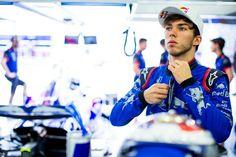 ピエール・ガスリー 「トロロッソのために残りのレースで全力を尽くす」 [F1 / Formula 1] French Baguette, F1 News, F1 Drivers, Formula One, Handsome, Racing, In This Moment, Stone