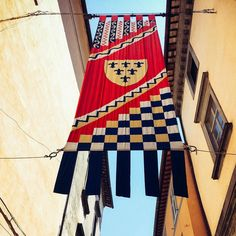 I love the pomp & circumstance of Italy in the summer!