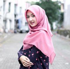 Residential Solutions for Newlyweds Hijab Niqab, Muslim Hijab, Hijab Chic, Beautiful Hijab Girl, Beautiful Muslim Women, Hijabi Girl, Girl Hijab, Muslim Beauty, Muslim Wedding Dresses