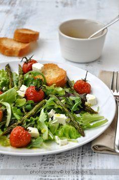 Due bionde in cucina: Insalata con asparagi e pomodorini al forno