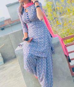 Punjabi Suit Neck Designs, Patiala Suit Designs, Neck Designs For Suits, Sleeves Designs For Dresses, Dress Neck Designs, Kurta Designs Women, Kurti Designs Party Wear, Stylish Dress Designs, Stylish Dresses