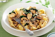 Creamy paprika chicken and mushroom. This paprika chicken is full of spice but mild and creamy enough that even the kids will enjoy eating it. Mushroom Chicken, Mushroom Pasta, Chicken Pasta, Mushroom Food, Chicken Paprika, Chicken Meatballs, Cooking Recipes, Healthy Recipes, Savoury Recipes