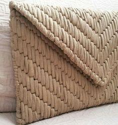 Plastic bag models 12 Source by filizsaygi Crochet Wallet, Crochet Clutch, Crochet Handbags, Crochet Purses, Plastic Canvas Crafts, Plastic Canvas Patterns, Diy Wallet, Embroidery Bags, Diy Purse