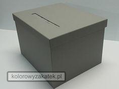 Popielate pudełko na koperty, w całości wykonane ręcznie.