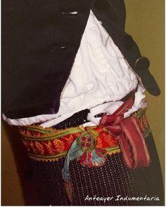 Atapiernas antiguos de seda. Un detalle a tener en cuenta en la... Atapiernas… Folk Costume, Clothes, Regional, Men, Folklore, Shandy, Over Knee Socks, Embroidery, Needlework