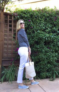 White Jeans, simple casual outfit, white jeans for pear shapes, shopping for white jeans for curvy women, California casual chic