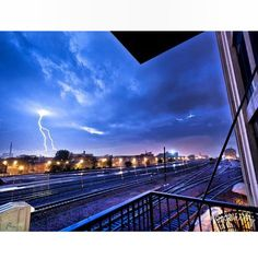 @nick_uliveri did a really nice job with the clouds, the lightning and the frame.
