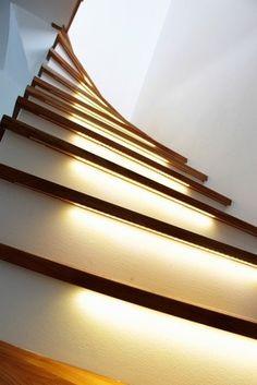 Treppen selber bauen mit LED Licht