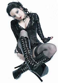 What Are The Best Places To Find Gothic Fashion Accessories? Hot Goth Girls, Gothic Girls, Goth Beauty, Dark Beauty, Steampunk, Dark Fashion, Gothic Fashion, Goth Subculture, Cute Goth