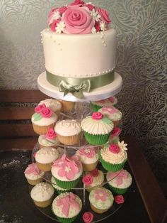 Pinks and Greens wedding cupcakes from Sweet Dreams Bakery.