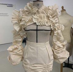 Kpop Fashion Outfits, Edgy Outfits, Fashion Dresses, Fashion Illustration Collage, Structured Fashion, 3d Mode, Podium, Fashion Figures, High Fashion