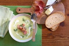 Blumenkohl-Broccoli-Suppe mit Frankfurter Würstchen | Kochrezept