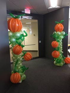 Getting into the fall spirit. Smells like #pumpkins!! #balloons, #balloondecorating, #lotparty.com Balloon Lanterns, Balloon Columns, Balloon Arch, Balloon Garland, Balloon Ideas, Halloween Balloons, Halloween Party Decor, Birthday Balloons, Halloween Crafts