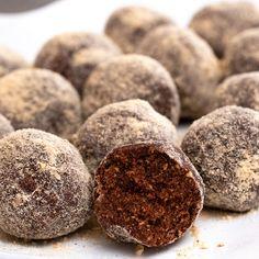Mézeskalács golyók sütés nélkül - GastroHobbi Rum, Sweets, Cookies, Chocolate, Baking, Recipes, Food, Mint, Good Stocking Stuffers