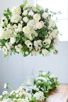 White Floral Centerpieces, Elegant Centerpieces, Table Garland, Luxury Flowers, Felt Flowers, Hydrangea, Flower Arrangements, Wedding Flowers, Floral Design