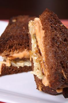 Tempeh Reuben with Sriracha Vegenaise | 13 Pieces Of Vegan Sandwich Porn...Oh, I have got to sooo try this one..