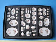 Speiseservice u. Kaffeeservice Porzellan Blüte 50 Teile Puppenhaus Miniatur 1:12