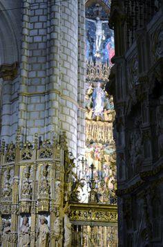 Detalles de la Catedral de Toledo. Mirando y buscando detalles del Altar Mayor.