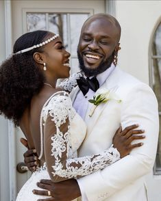 Here's your look at a Ghanaian wedding in New England. All white wedding at a venue that overlooks the water in Connecticut. Natural Hair Wedding, Natural Wedding Hairstyles, Black Brides Hairstyles, Bride Hairstyles, Black Bridesmaids Hairstyles, Updo Hairstyle, Celebrity Hairstyles, Wedding Looks, Wedding Bride