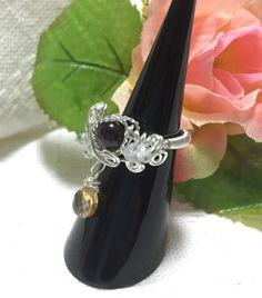 基本的に誕生石と誕生日石との組み合わせで作ってあります。1月…ガーネットとホワイトトパーズのコイルリング2月…アメシストと水晶薔薇...|ハンドメイド、手作り、手仕事品の通販・販売・購入ならCreema。