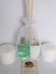 Combo 5 :    * Difusor de 50 cc. de varillas de bambú con recipiente para exhibir y botellita de repuesto.  * 2 Velas de (rosas y lavanda)    Aromas disponibles de difusores de varillas de bambú:    * Cítrico  * Jazmín  * Manzana