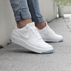 https://www.sooco.nl/nike-air-force-1-flyknit-low-witte-lage-sneakers-27683.html