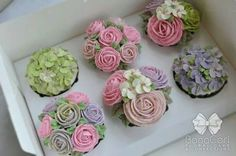 These are gorgeous! Pretty Cupcakes, Beautiful Cupcakes, Yummy Cupcakes, Cupcake Cookies, Buttercream Flower Cake, Cake Icing, Cupcakes Flores, Fancy Cakes, Mini Cakes