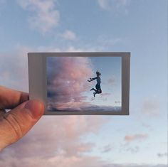 I like the photo inside of the polaroid, caught midair and expresses movement Photo Polaroid, Polaroid Film, Polaroid Cameras, Pretty Pictures, Cool Photos, Photos Originales, Face Off, Photo Projects, Belle Photo