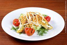Babilonia Gastronomia e Cia (almoço)    Salada Caesar  Alface americana com lâminas de filé de frango ao curry, tomate cereja, aipo crocante, cenoura ralada, lascas de parmesão e gergelim ao molho caesar