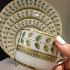 My obsession with China continues. #bernardaud #constance #classicchina #interiors #architecture