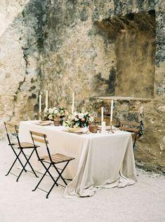 Neutral Fall Wedding Ideas with Mustard details… Rustic Country Wedding Decorations, Fall Wedding Decorations, Wedding Table Centerpieces, Wedding Table Settings, Decor Wedding, Place Settings, Ikebana, Wedding Trends, Wedding Ideas
