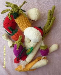 Fruits et légumes au tricot : chou-fleur, ananas, banane, champignon, trognon de pomme, petit pois, pastèque, poivron, poireau, panais, toma...