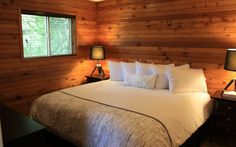 This 2 story cabin is great for a gathering of friends or family. It has 2 bedrooms, one with a queen bed and one with a king bed, plus a sitting room with a queen hide-a-bed and a second hide-a-bed in the living room. King Beds, Queen Beds, Hidden Bed, Us Beaches, Beach Resorts, Cabins, Bedrooms, Crystal, Living Room