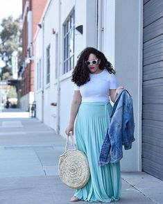 Im not usually a #pastel girl but this maxi skirt changed my mind  definitely a must-have. Outfit details  shoppable links are on the blog at #GirlWithCurves.com or you can click the link in my profile.  http://liketk.it/2vkNG #liketkit @liketoknow.it . . . . #maxiskirt #whatiwore #ootd #outfit #outfittoday #curvyblogger #curvystyle #curvyfashion #taneshaawasthi #asseenonme #oldnavystyle #strawbag #igstyle #igfashion #sanfranciscoblogger #wiw #styleblogger #streetstyle #streetfashion
