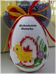 Ostatnio zatęskniłam za haftowaniem...większość czasu pochłania mi szydełko,które kocham równie mocno jak igłę do haftowania ale o ile po sz... Cross Stitch Heart, Cute Cross Stitch, Cross Stitch Cards, Cross Stitch Flowers, Cross Stitching, Cross Stitch Embroidery, Cross Stitch Patterns, Plastic Canvas Christmas, Plastic Canvas Crafts