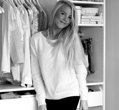aurora mohn in a white jumper, black skinny jeans & silver necklace.