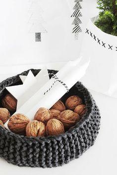 Via Bildschœnes | Nordic Christmas | Walnuts
