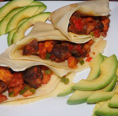 Gizdodo (gizzard and plantains) served with Nigerian pancakes aka crepes and avocados. #breakfast #gizzard #plantains #peppersauce #pancakes #avocado #nigerianfoodie #nigerianfoods #africanbreakfast #africanfoods #africanfoodyummy #donthatecauseyouaintate #gizdodo