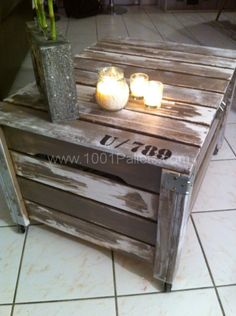 Storage box on wheels made with recycled pallets. Effect paint factory.