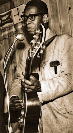 Elmore James - Phantastic electric Blues Slide Guitar player and singer